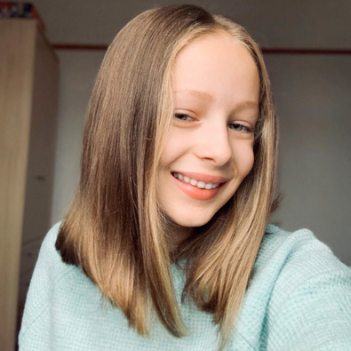 Teenager finds perfect way to say thanks for her wig