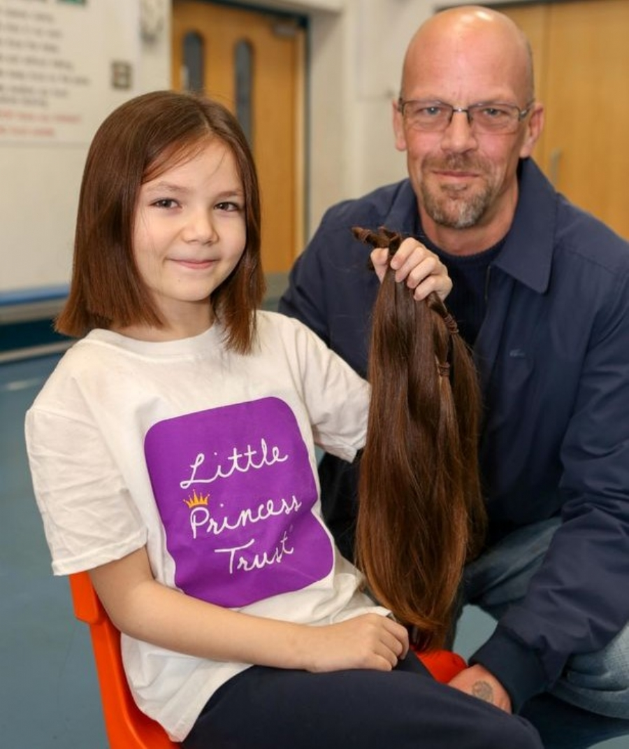 Grace with her dad Darren after having her long hair cut. Photo: Anna Lythgoe (Gloucestershire Live)